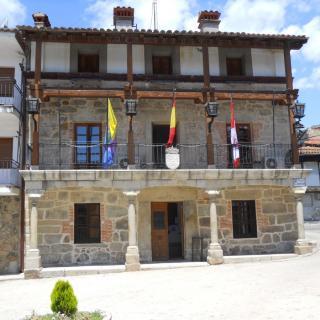 Fachada del Ayuntamiento de Piedralaves